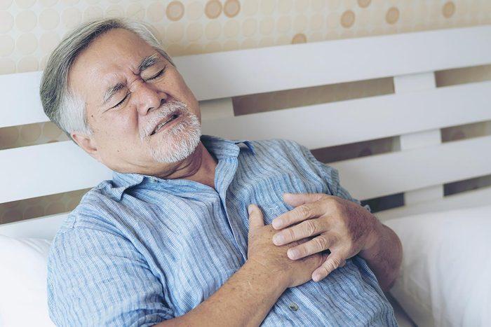 La paralysie du sommeil donne l'impression de ne pas pouvoir respirer.