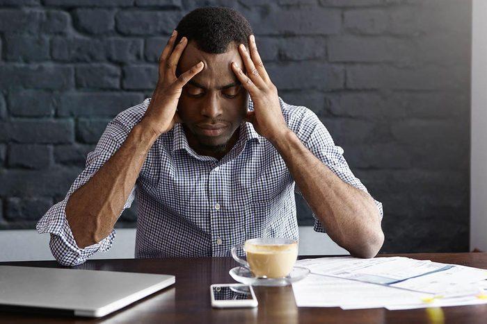 La paralysie du sommeil est parfois due au stress.