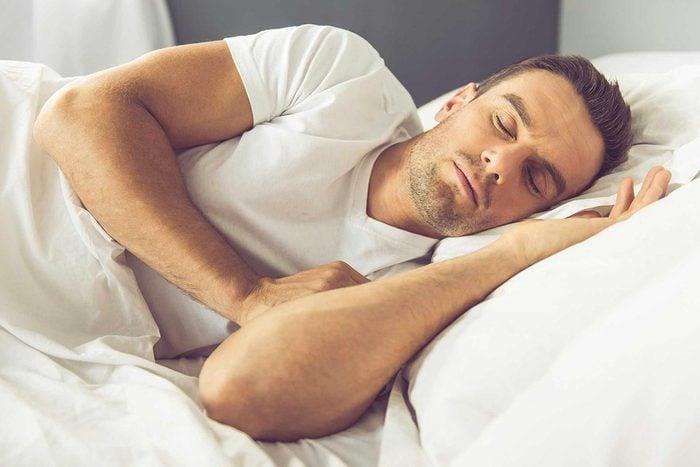 La paralysie du sommeil empêche de bouger.