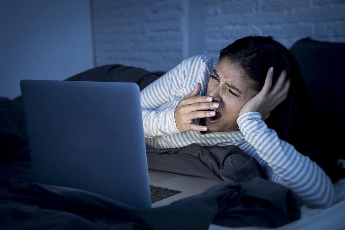 La paralysie du sommeil peut survenir au moment du coucher.