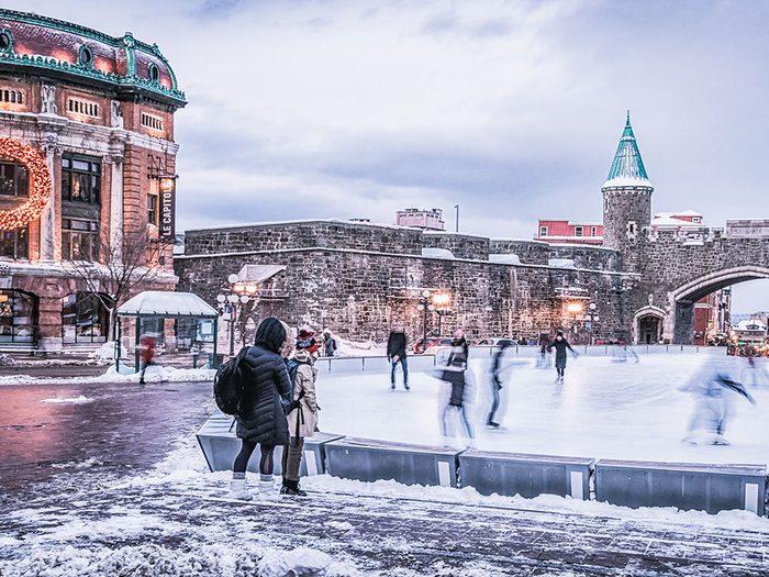 La patinoire de la place d'Youville à Québec.