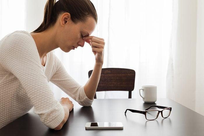 La perte de cheveux peut être liée au stress.