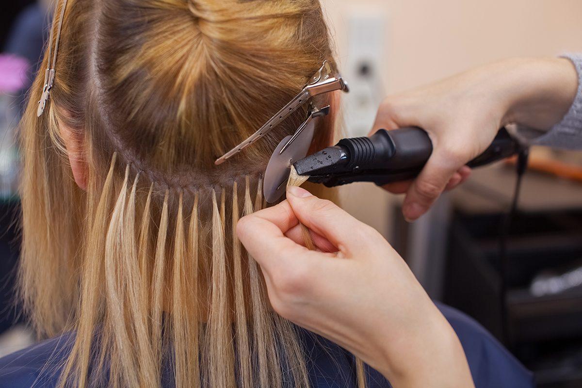 La perte de cheveux peut être camouflée avec des extensions.