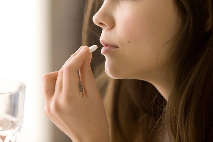 La perte de cheveux peut être traitée avec des médicaments sur ordonnance.