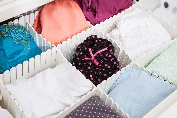 Le rangement de la lingerie se fait par sections dans vos tiroirs.