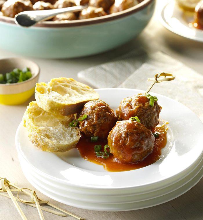 La cuisine réconfortante : recette à la mijoteuse de boulettes de viande sauce aigre-douce.