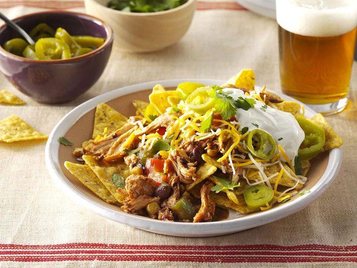 Recette à la mijoteuse de tacos de poulet aux haricots noirs.