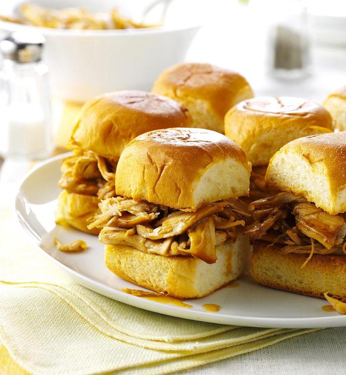 La cuisine réconfortante : recette à la mijoteuse de sandwich à la dinde teriyaki.