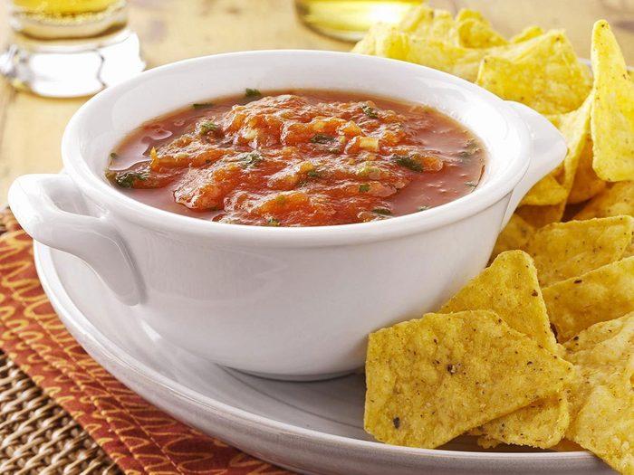 Recette à la mijoteuse de sauce salsa à cuisson lente.