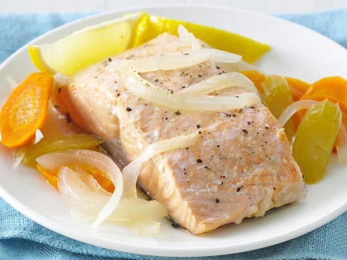 Recette à la mijoteuse de saumon poché simplicité.