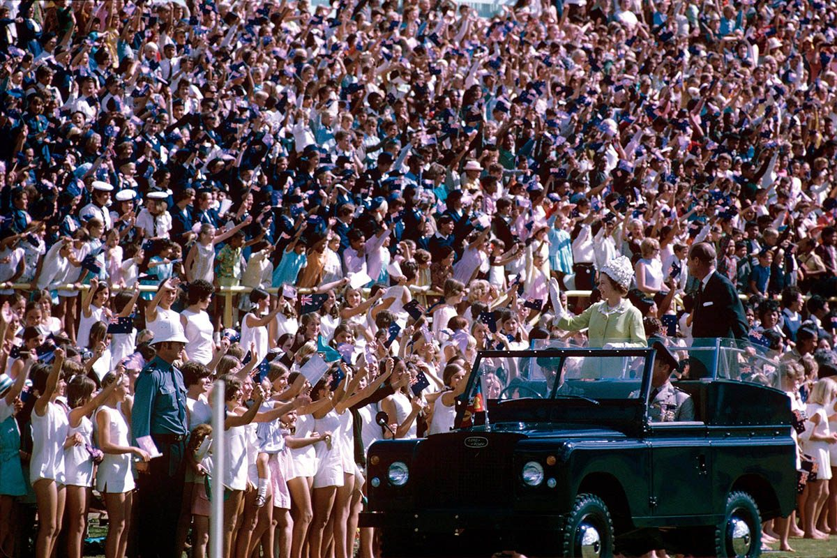 La reine Élisabeth II a instauré les bains de foule royaux.