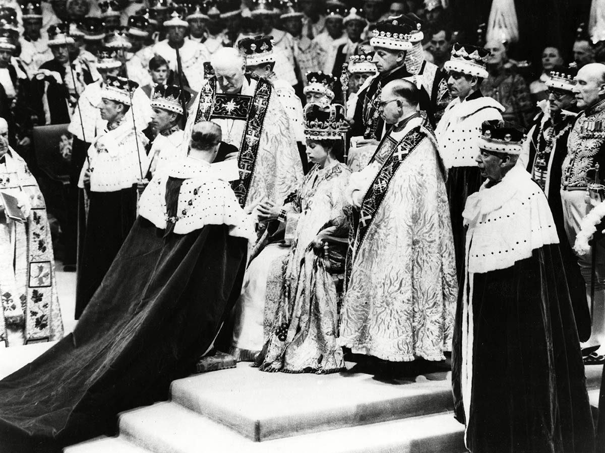 La reine Élisabeth II a fait entre la monarchie dans l'ère télévisuelle.