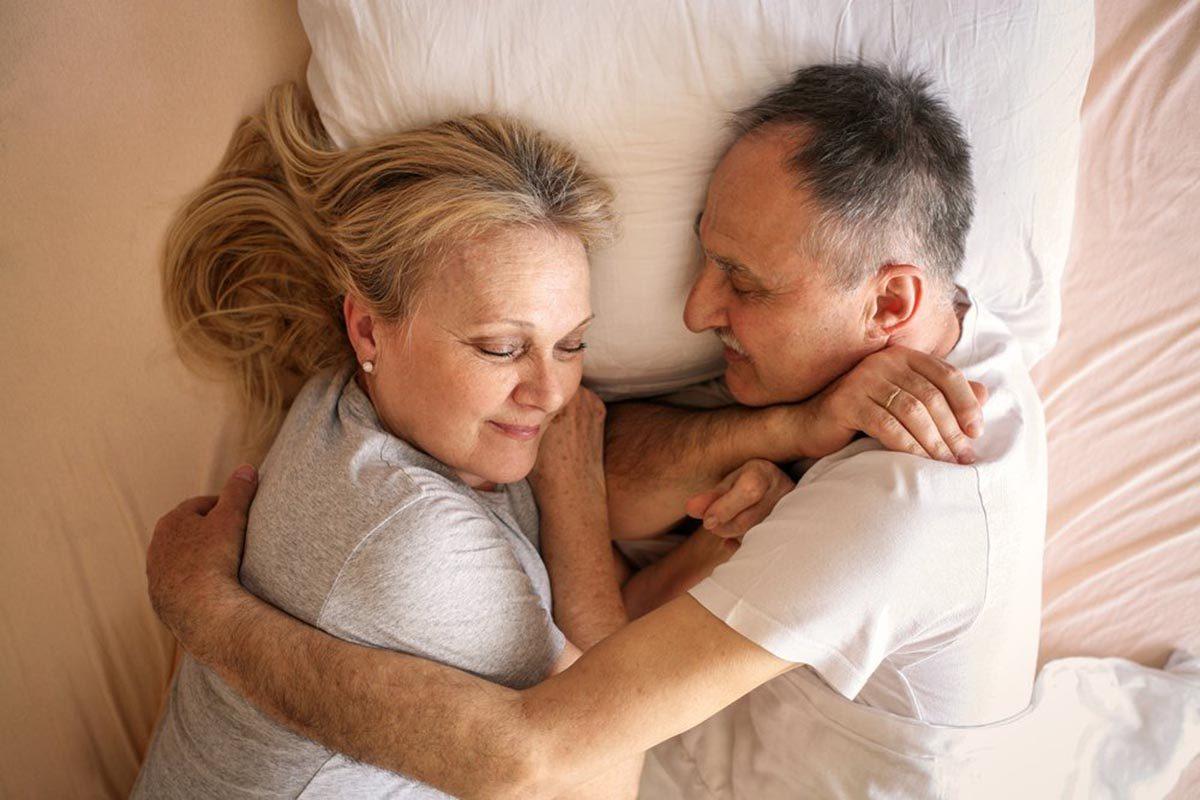 Relation amoureuse : la satisfaction sexuelle peut croître avec l'âge.