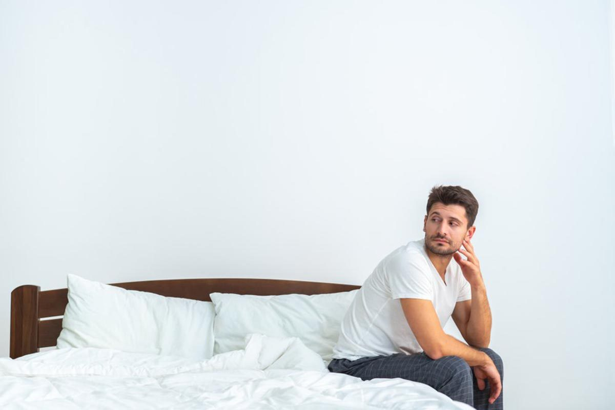 Relation amoureuse : l'excès de sexe en solo peut rendre plus difficiles les relations sexuelles avec un(e) partenaire.