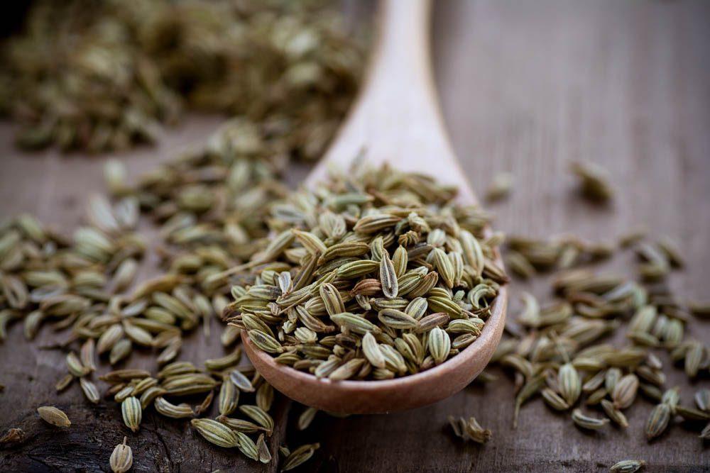 Remèdes maison contre la mauvaise haleine : les graines de fenouil.