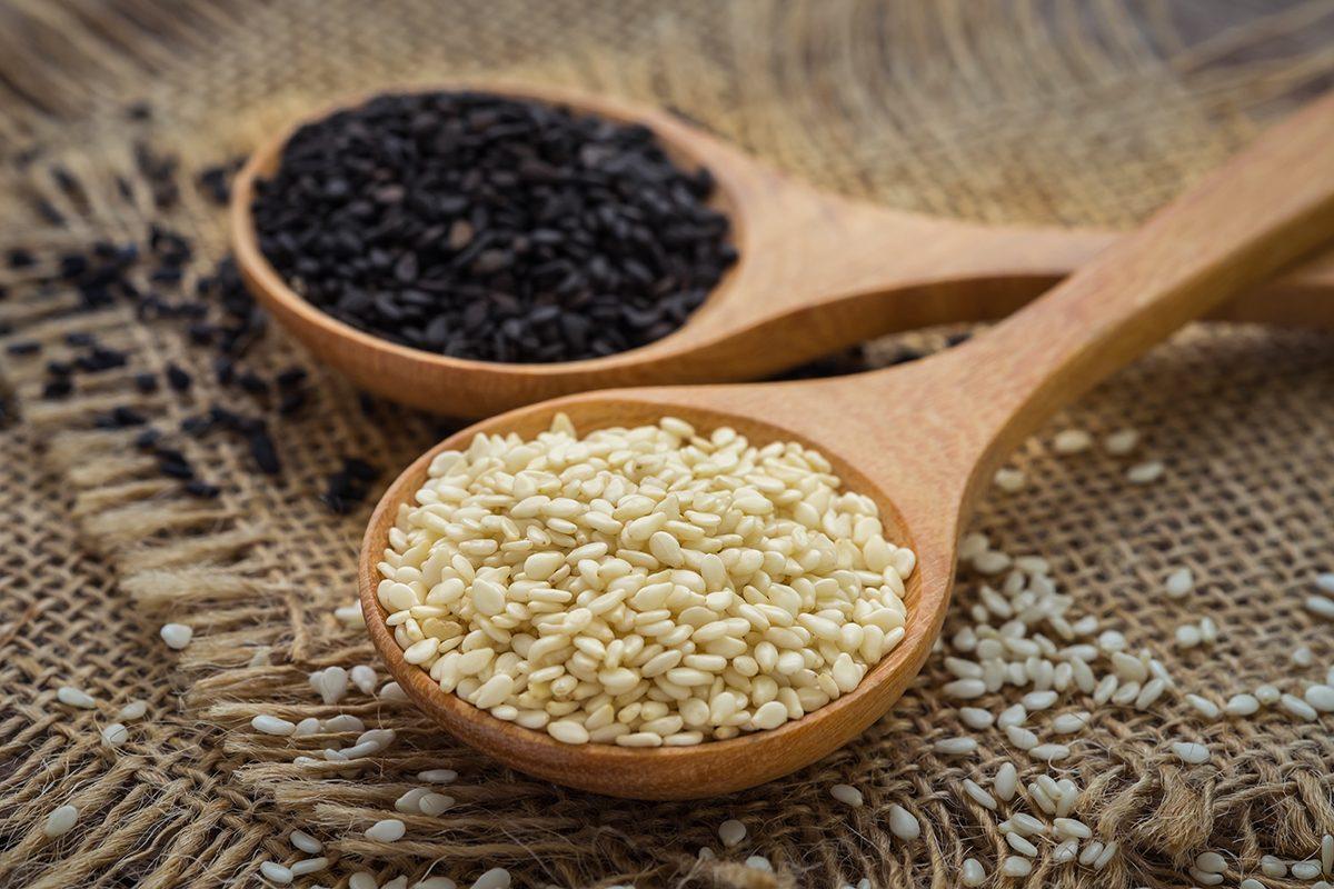Remèdes maison contre la constipation : les graines de sésame.