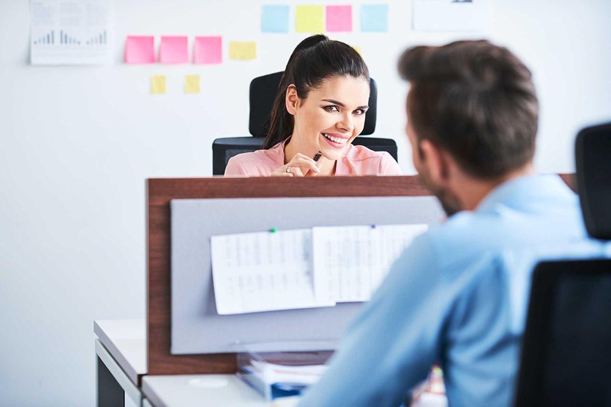 Sortir avec un collègue est plus fréquent qu'on le pense.