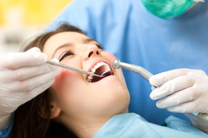 Vertu du miel : méfiez-vous des caries dentaires.