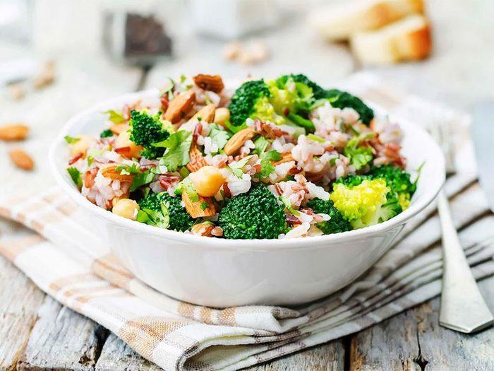 Une carence en vitamine B12 peut être liée à un régime végétarien ou végétalien.