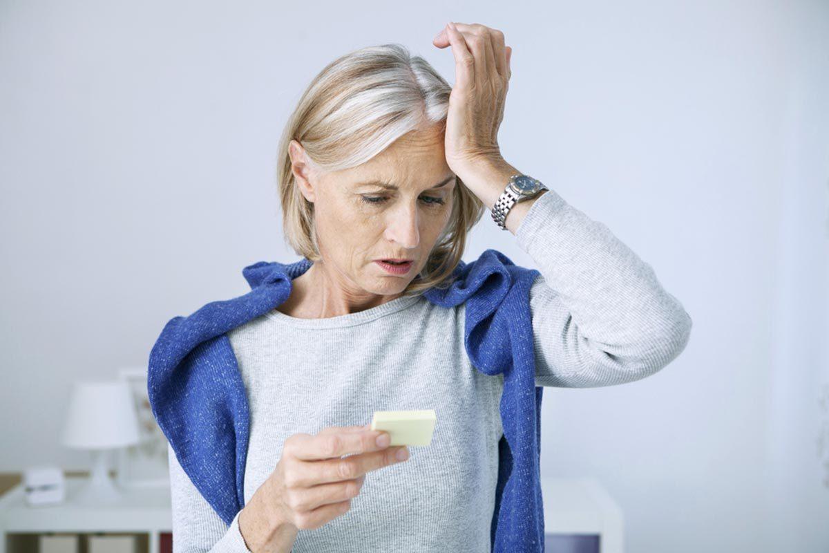 Une carence en vitamine B12 peut causer des pertes de mémoires.