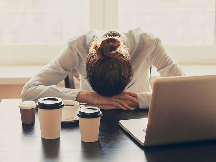 La fatigue est l'un des signes d'une carence en vitamine B12.