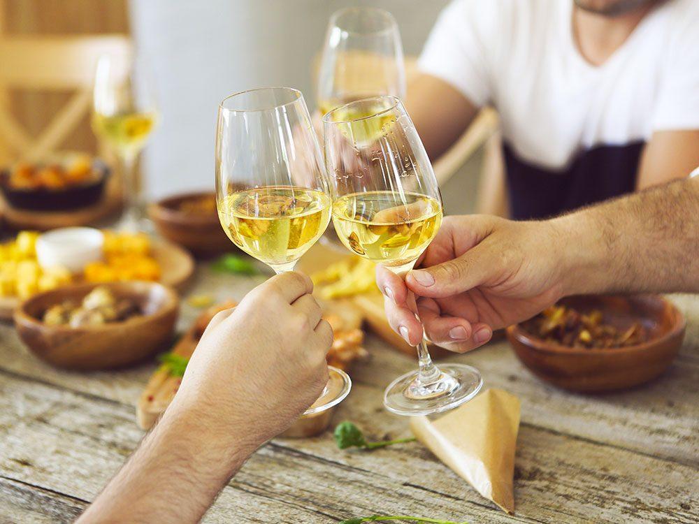 Pour vivre 100 ans, modérez votre consommation d'alcool.