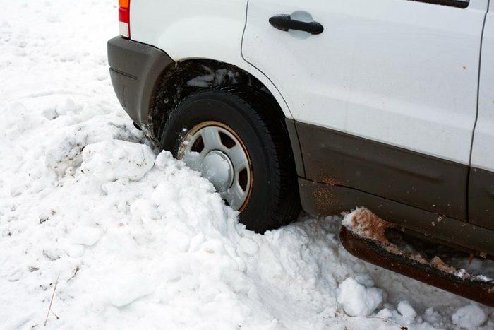 Si la voiture tombe en panne, restez au chaud.