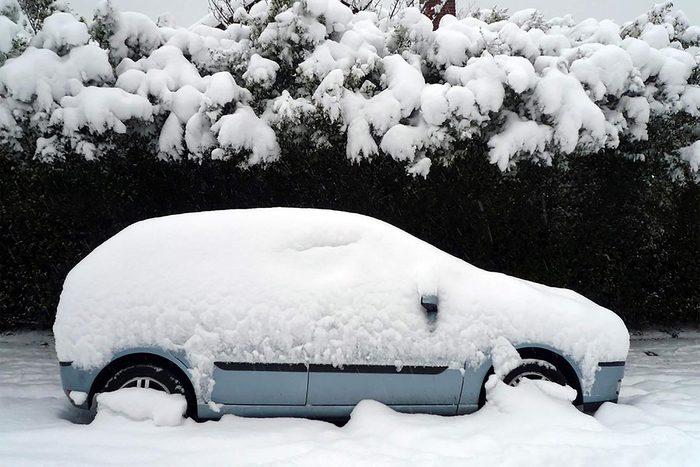 Si la voiture tombe en panne, appelez pour obtenir de l'aide.