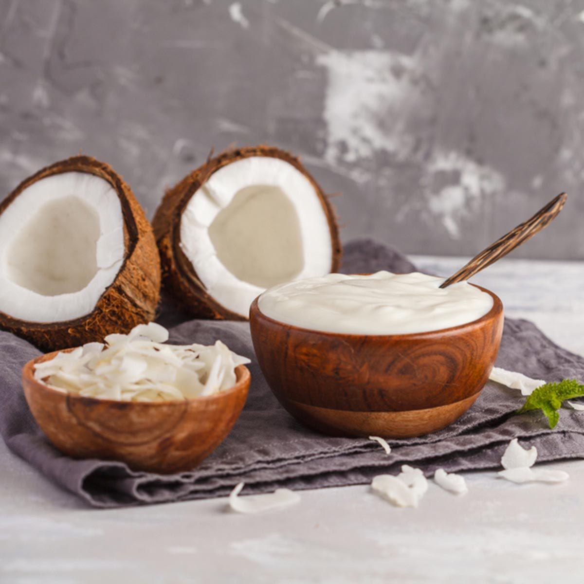 Recette de yogourt et de flocons de noix de coco.