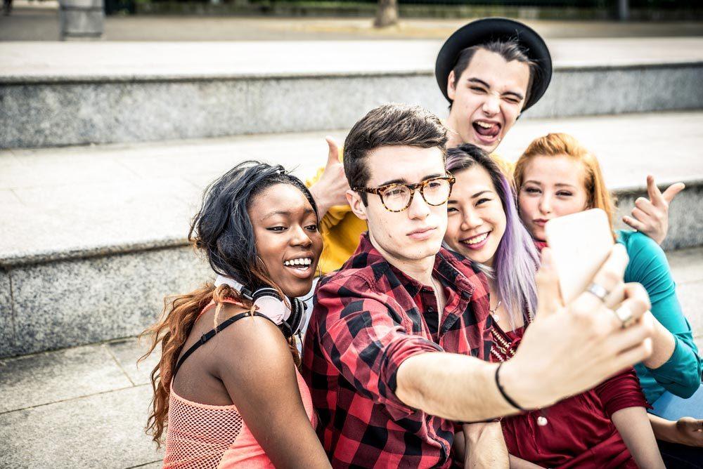 Adolescent et drogue : un changement de fréquentation est un signal d'alarme.