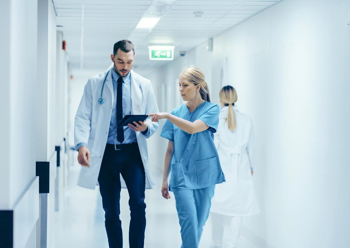 L'ambulancier ne font pas passer les patients en priorité à l'urgence.
