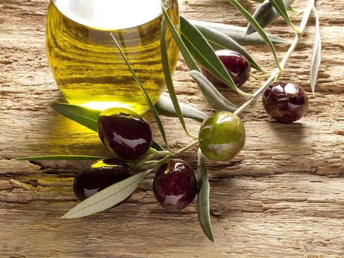 Misez sur les bienfaits de l'huile d'olive: elle a des vertus anti-inflammatoire.