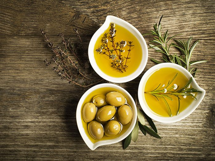 Misez sur les bienfaits santé de l'huile d'olive: c'est un bon gras.
