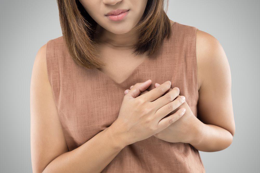 Symptôme de cancer chez la femme : changement de l'apparence des mamelons.