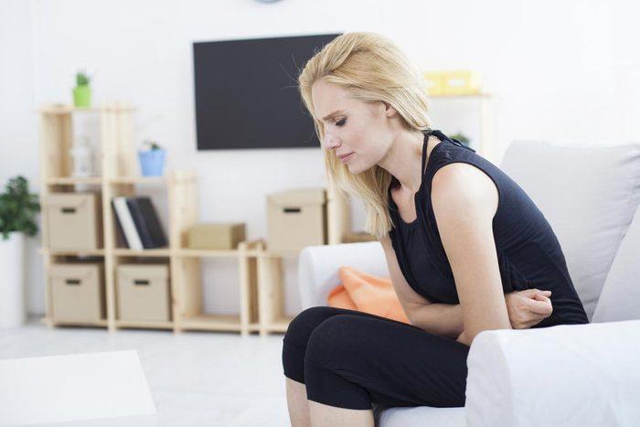 Symptôme de cancer chez la femme : douleur pelvienne.