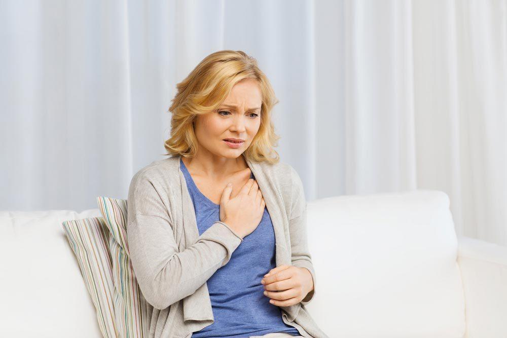 Symptôme de cancer chez la femme : souffle court.