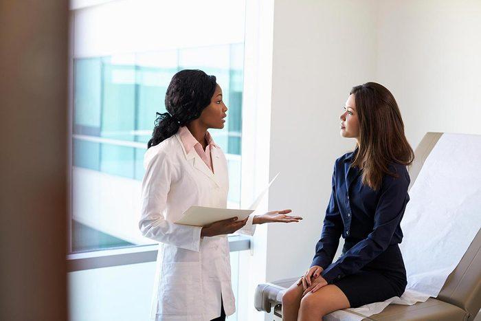 Cancer col utérus : en dessous de 30 ans, les femmes n'ont pas besoin d'un test de dépistage du VPH .