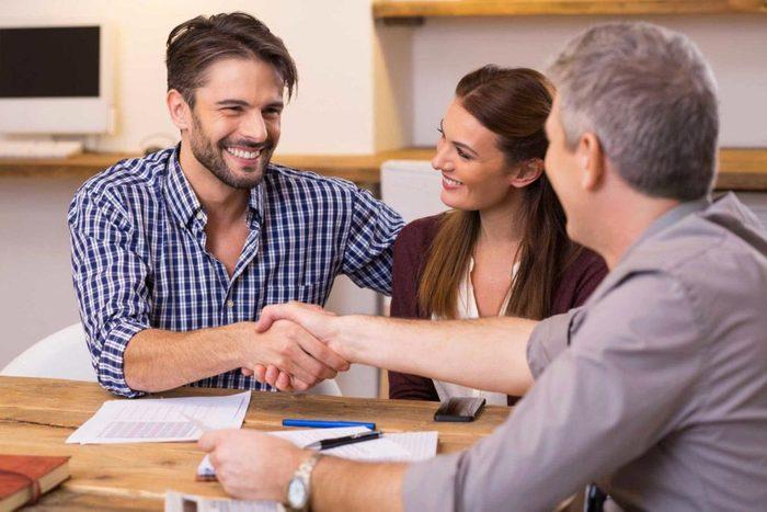 Vous pouvez avoir confiance en votre partenaire, si vous partagez le même compte en banque.
