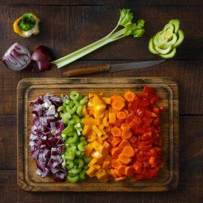 Pour cuisinier rapidement, coupez tout à la fois.