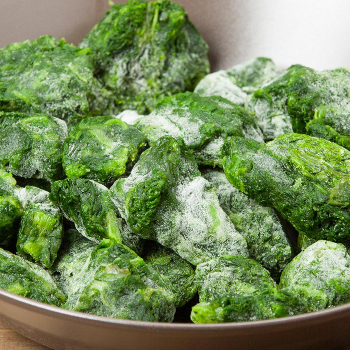 Pour cuisinier rapidement, servez-vous de légumes surgelés.