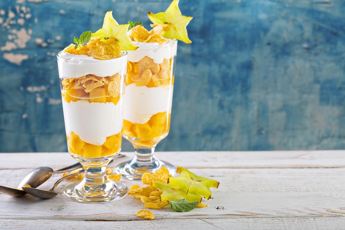Déjeuners rapides et santé : un parfait au yogourt et fruits.