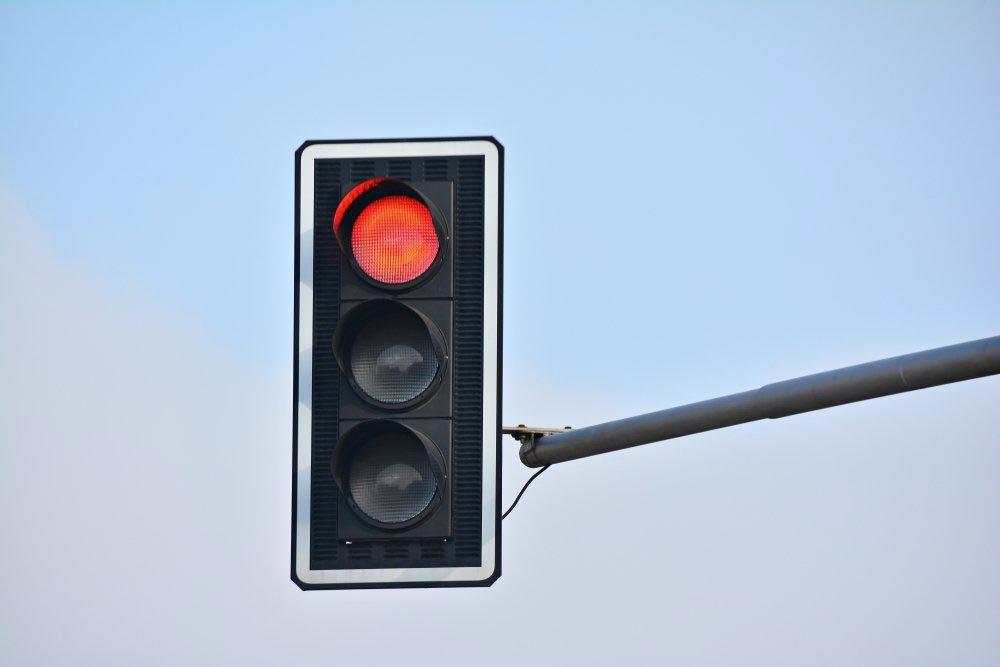 Explications : pourquoi les feux de circulation sont-ils de couleur verte, orange et rouge?