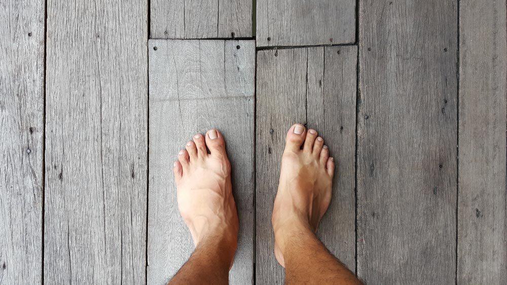 Explications : les gauchers sont-ils aussi gauchers du pied?