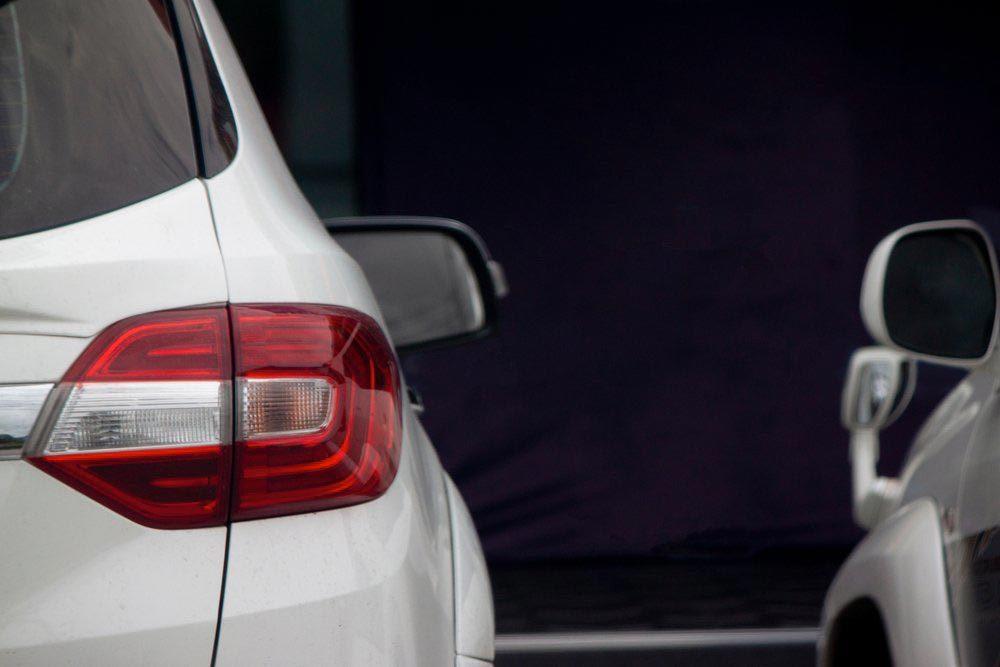 Explications : pourquoi les policiers touchaient-ils le feu arrière de la voiture qu'ils arrêtaient?