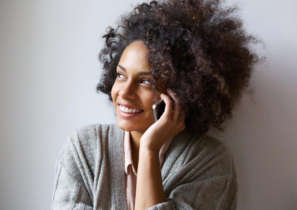 Explications : pourquoi est-ce qu'on répond au téléphone en disant «allô»?