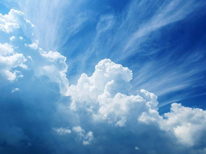 Fait scientifique: un nuage peut peser plus d'un million de livres.
