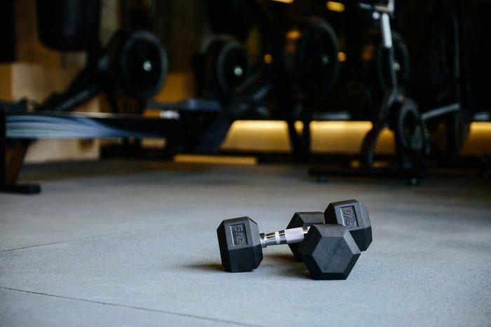 Une femme de 50 ans et plus doit ajouter de la musculation à son programme d'entrainement.
