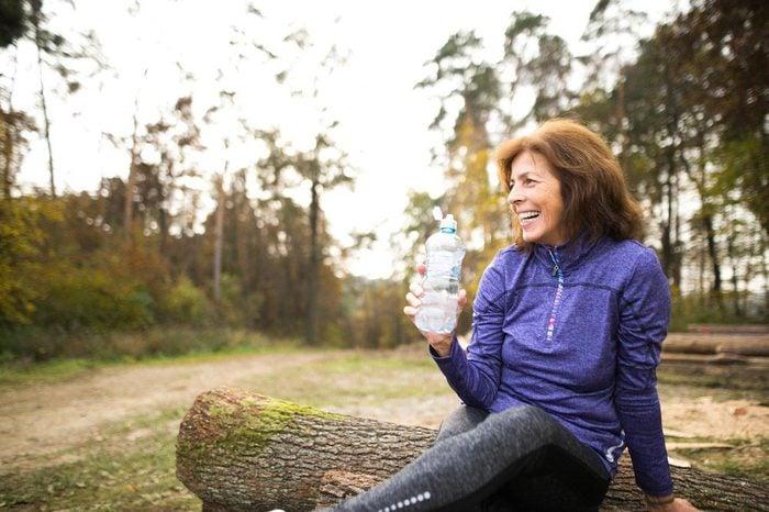 Une femme de 50 ans et plus doit faire de l'exercice physique.