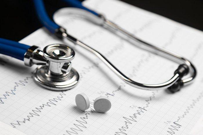Une femme de 50 ans et plus doit s'inquiéter des maladies cardiaques et du cancer du sein.