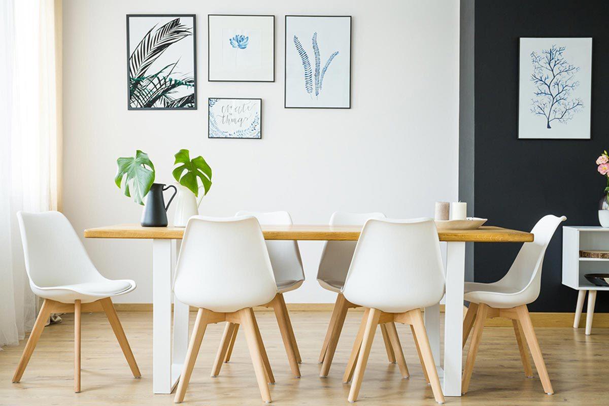 Grand ménage du printemps : nettoyez les dessous de table et de chaises.